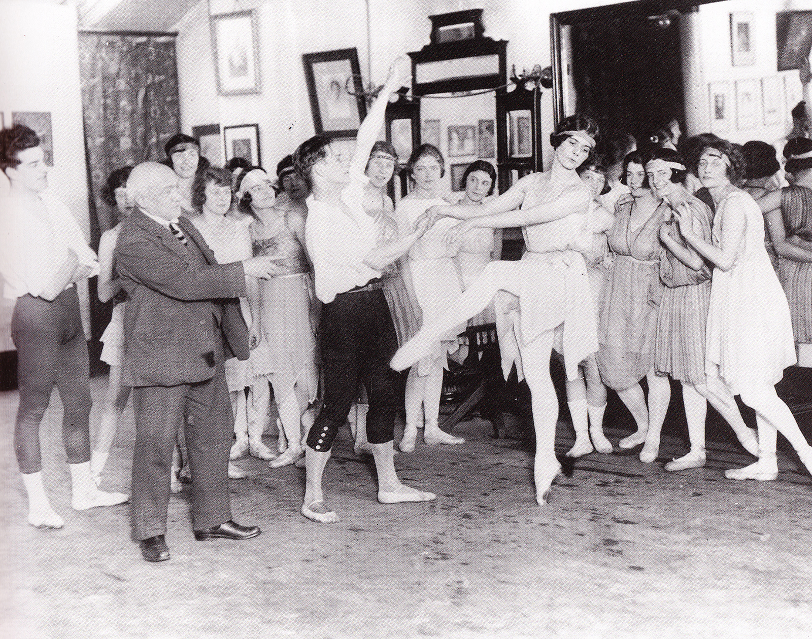 Cecchetti teaching in London, 1921 (photo courtesy Livia Brillarelli)