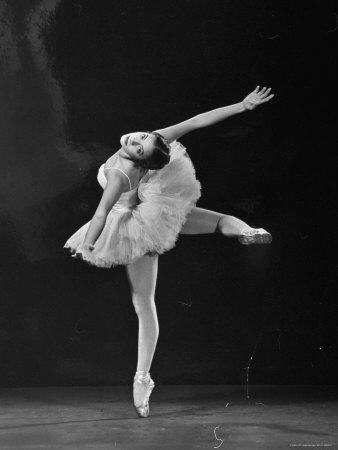 Alicia Alonso, années 50, alors qu'elle étudiait auprès de Vincenzo Celli, dernier élève privé de Cecchetti.